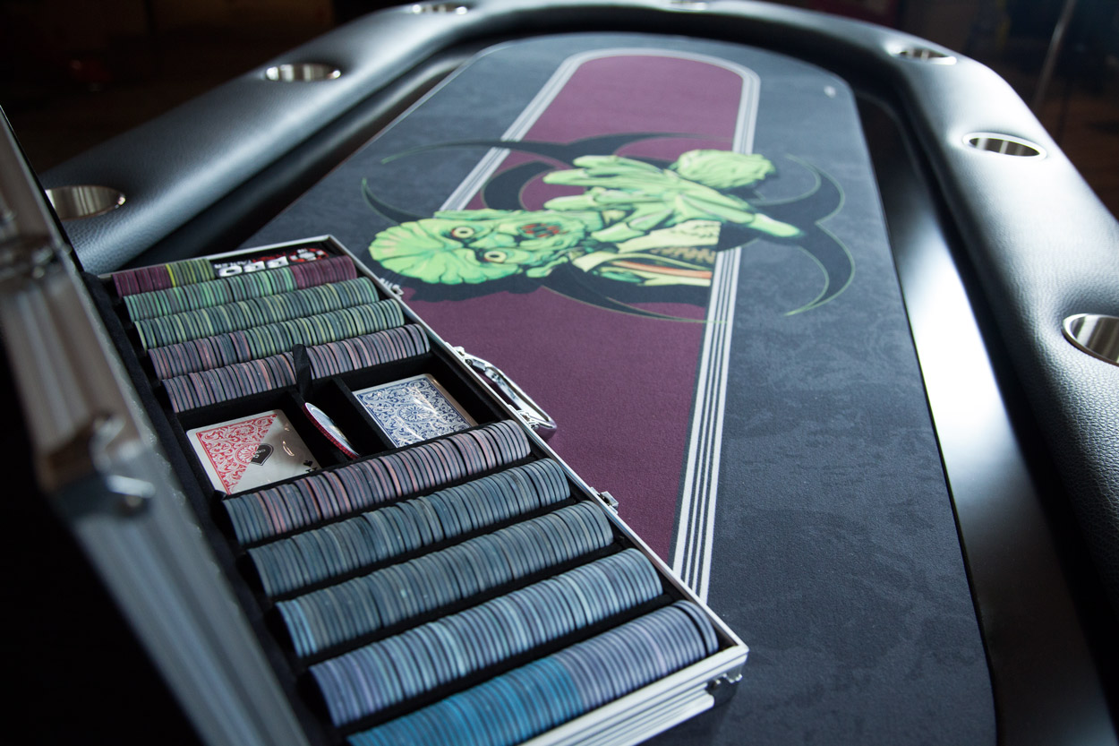 """The Undead"" iShowroom Custom Elite Poker Game Table W/ ""No Brainer"" 500 Pc. Chip Set (6)"