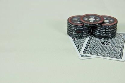 Premium Poker Table Armrest Vinyl – White - 9ft Sheet